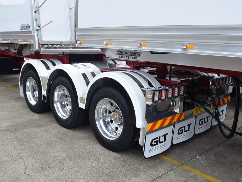 Tri-axel with GLT mudflaps